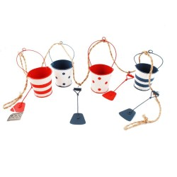 Buckets and Spades Garland